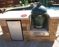 822-rocked-in-grill-green-egg-refrigerator-work-station-flagstone-countertop