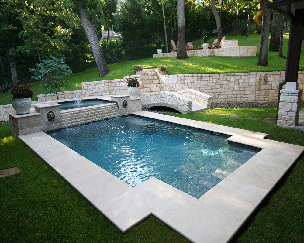 Traditional Pool And Spa With Step Down Overflow, Lion Head Fountains, Wet  Edge Plaster